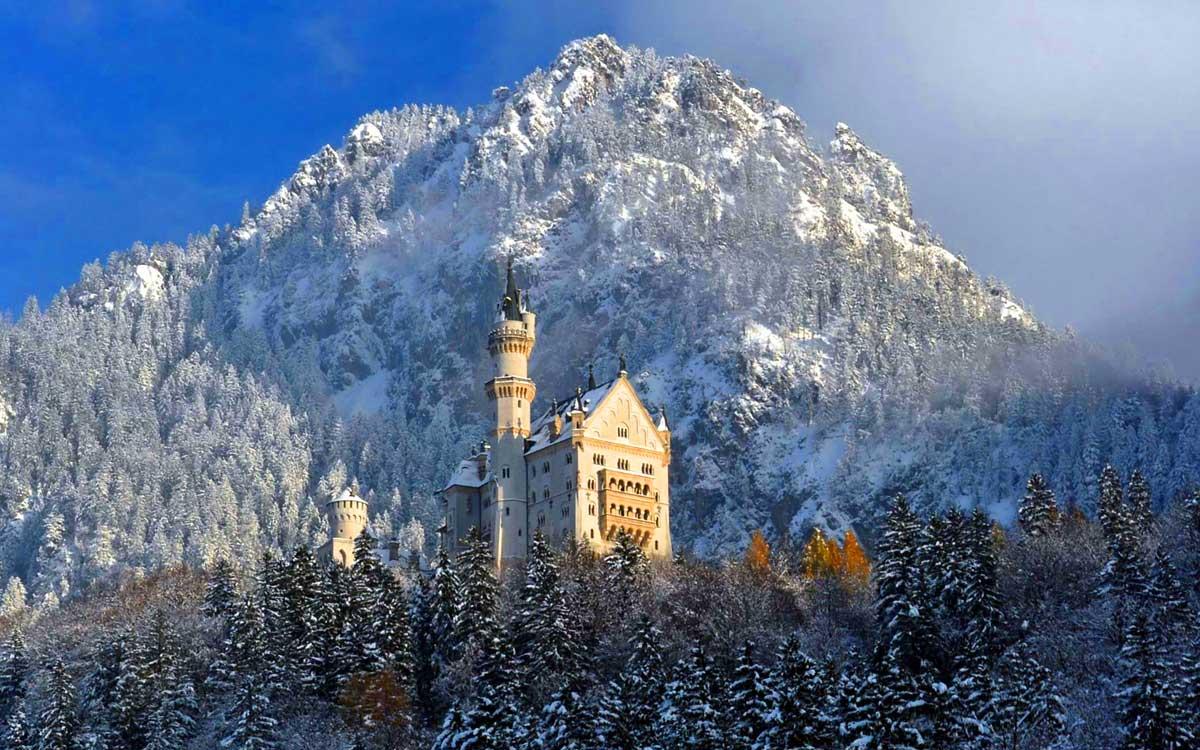 Neuschwanstein il castello dei sogni per grandi e piccini for Piani di casa di 1300 piedi quadrati 2 piani
