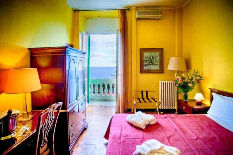 carnevale-costa-azzurra-hotel-des-anglais-camera