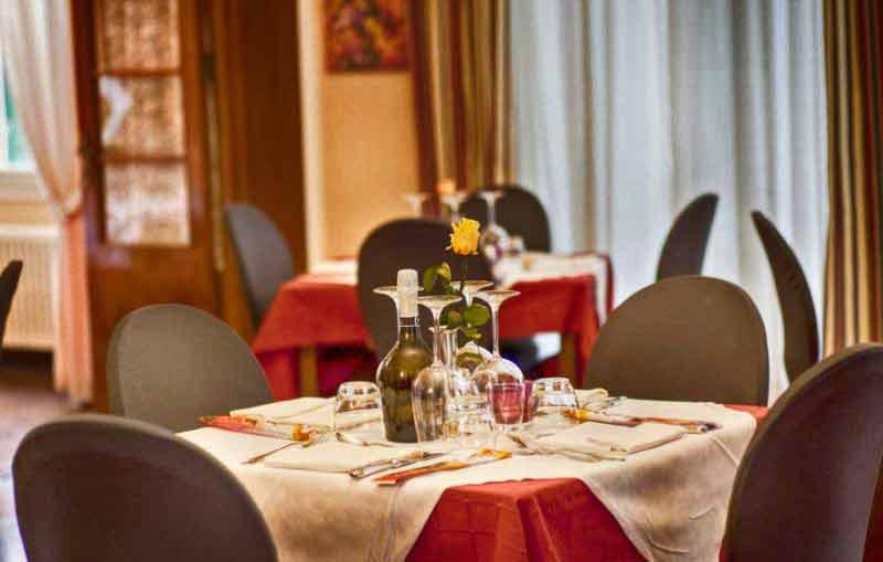 carnevale-costa-azzurra-hotel-des-anglais-tavolo
