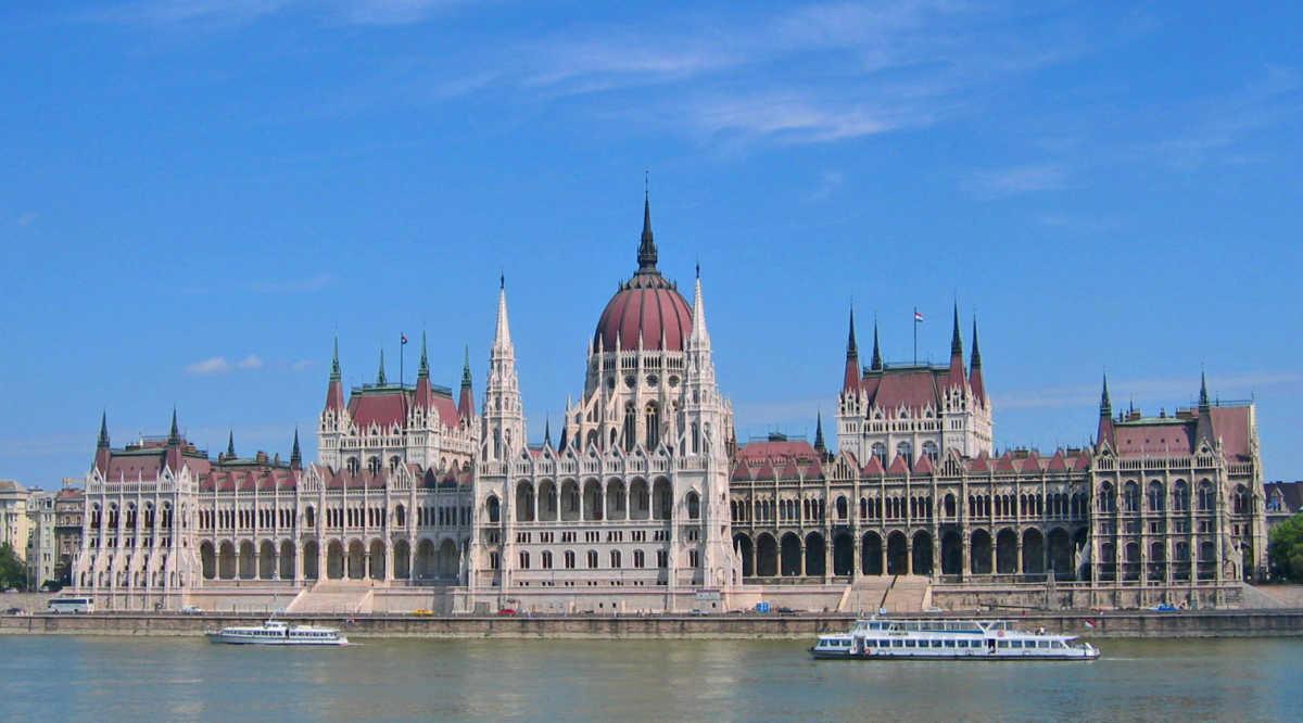Il parlamento di budapest for Il parlamento