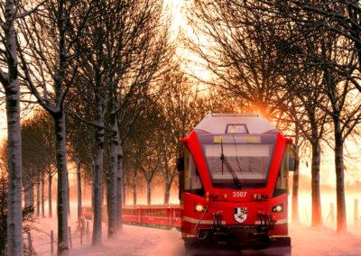 trenino-fronte-tramonto-nebbia-inverno